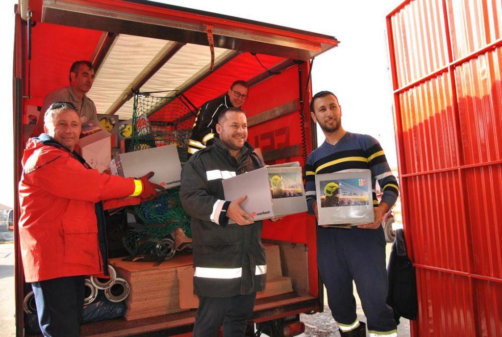 Entladearbeiten im Feuerwehrhaus Kavaja1-2020